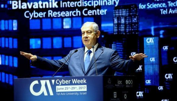 Премьер-министр Израиля Биньямин Нетаниягу обращается к участникам конференции на пленарном заседании Фото: Хен Галили