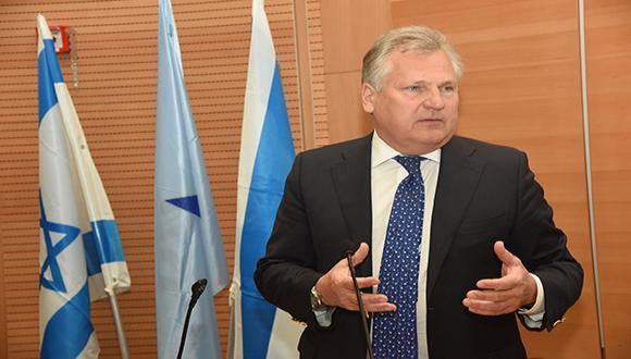 Бывший президент Польши и лауреат медали Джорджа Вайза Александр Квасьневский