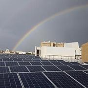 Солнечные панели на тысячах метров крыш по всему кампусу